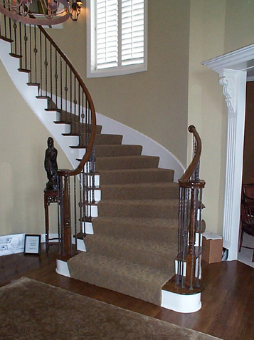 Curved Staircase With Iron Spindles ...